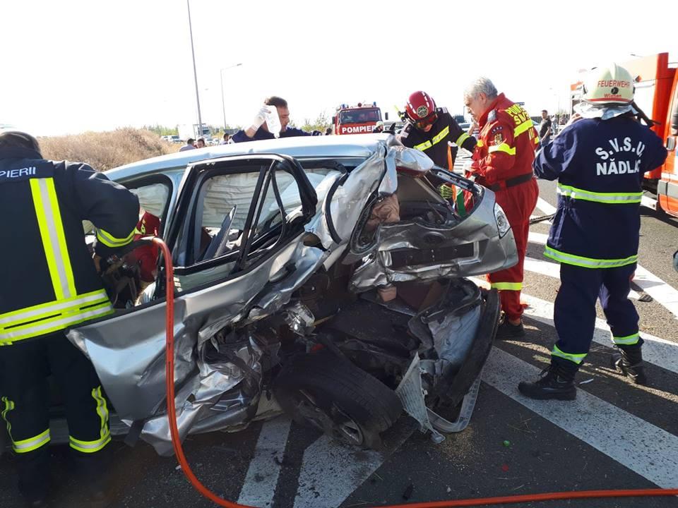 ACCIDENT rutier CUMPLIT pe Autostrada Arad – Nădlac. O persoană a DECEDAT iar alte trei au fost RĂNITE (FOTO)