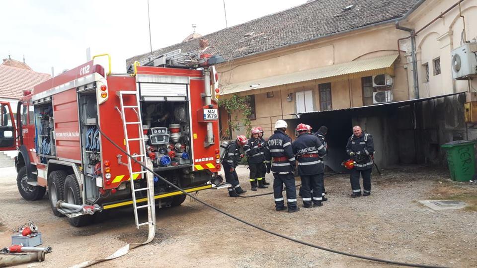 NEWS ALERT/ CUM s-a produs incendiul care a mistuit clubul de la Boul Roşu