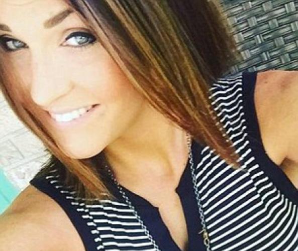 O profesoară de 26 de ani şi-a sedus un elev trimiţându-i poze sexy. Cum arată tânăra (FOTO)