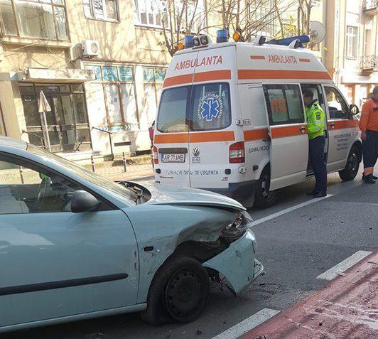 ACCIDENT GRAV în centrul Aradului! O femeie a ajuns la SPITAL