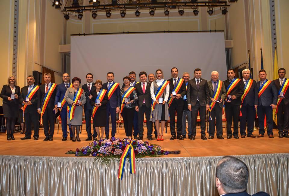 Ședință festivă comună a Consiliului Local al Municipiului Arad și a Consiliului Județean Arad, dedicată sărbătoririi Anului Centenar (GALERIE FOTO)