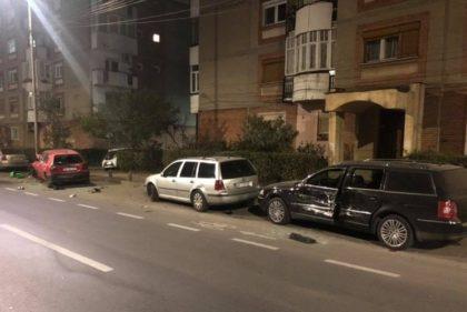 UPDATE/ PRĂPĂD, azi-noapte, pe Banu Mărăcine! Trei maşini DISTRUSE de un BMW de culoare gri (GALERIE FOTO)