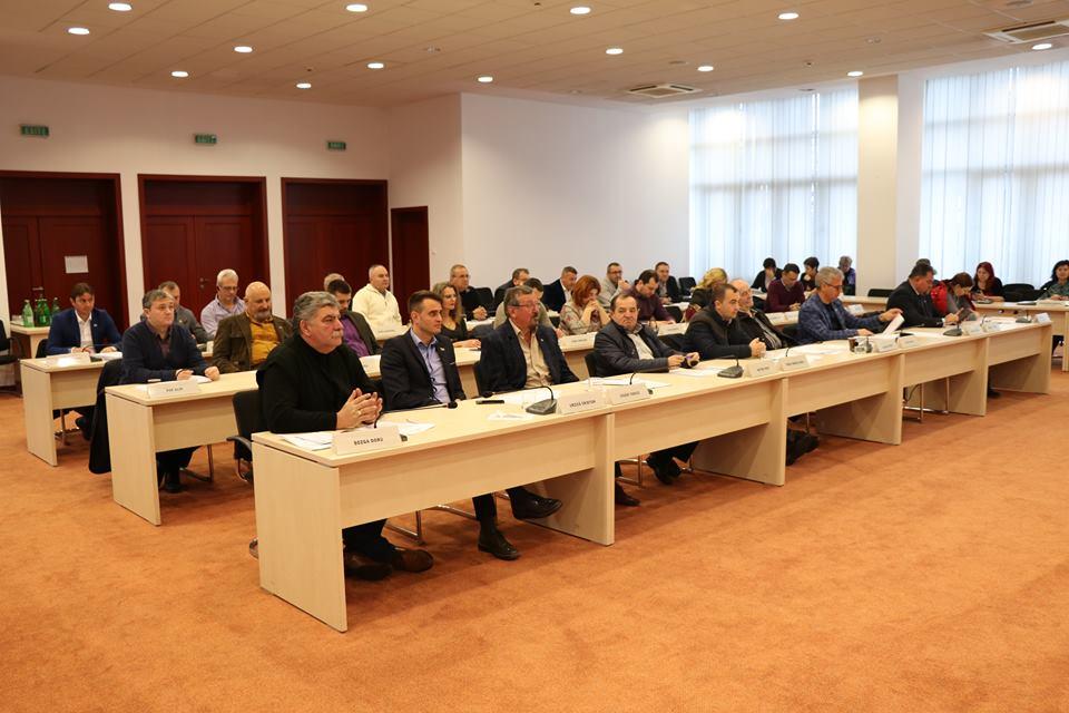 Consilierii judeţeni au aprobat rectificarea bugetului local pe anul 2018