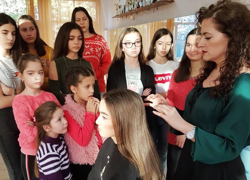 Seminar de Frumusețe susținut la Arad, de un make-up artist și un hair stylist. Ce au învățat cursanții (GALERIE FOTO)