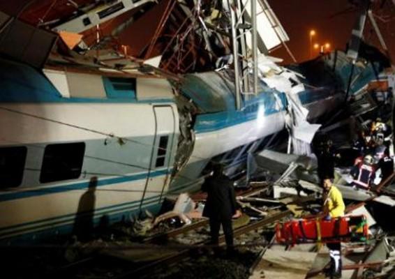 NEWS ALERT/ TRAGEDIE pe calea ferată! Coliziune între un TREN DE MARE VITEZĂ și unul local. Zeci de VICTIME (VIDEO)
