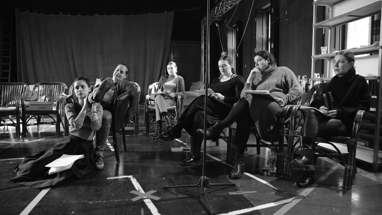 """""""Familia Ibsen"""" – un nou proiect la teatrului arădean"""
