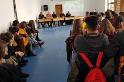 """Liceul Teoretic """"Gheorghe Lazăr"""" din Pecica, gazdă a unei activități informativ-preventive despre violență și consumul de droguri"""