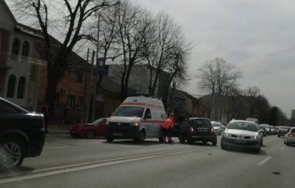 CARAMBOL pe Calea Victoriei! O șoferiță a provocat un accident chiar de 8 Martie
