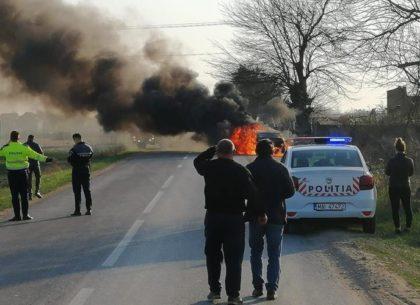 NEWS ALERT/ Prăpăd pe drumurile județului: Motociclist ACCIDENTAT și BMW în FLĂCĂRI (FOTO + VIDEO)