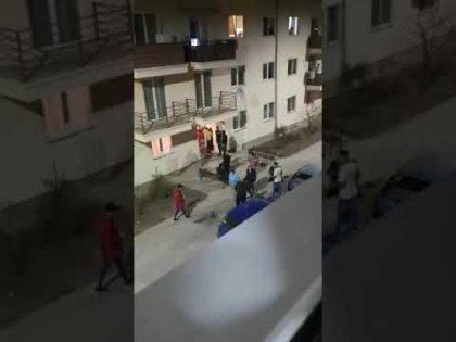 VIDEO/ Polițist BĂTUT la Arad, într-o altercație care a pornit de la o fată de 12 ani