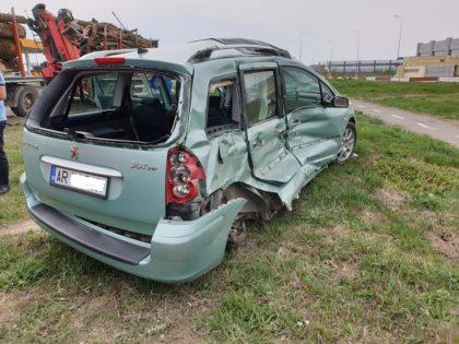 ACCIDENT GRAV la ieșirea din Arad! O mașină s-a făcut PRAF