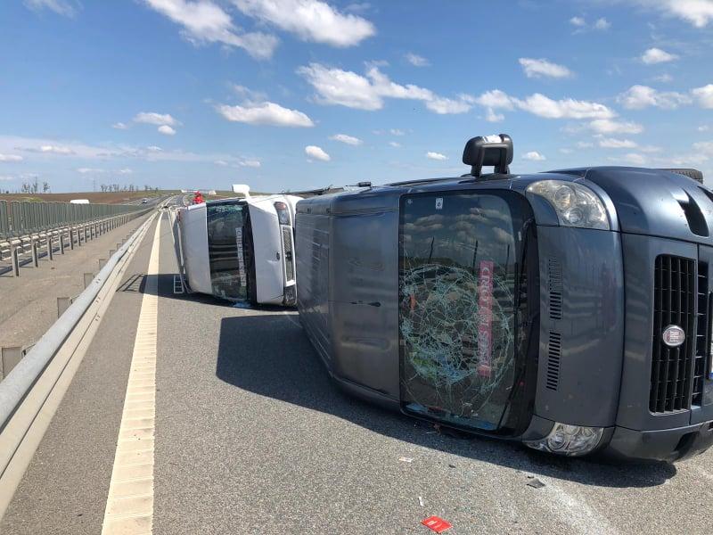 UPDATE/ Accident pe autostrada Timișoara – Arad, între DOUĂ MICROBUZE! Traficul este BLOCAT (GALERIE FOTO)