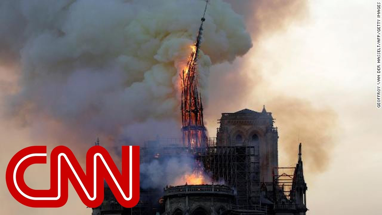 Lumea e în STARE de ŞOC: Arde Catedrala Notre-Dame din Paris! Acoperişul s-a PRĂBUŞIT (VIDEO)