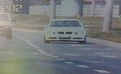 """Tânără prinsă """"ZBURÂND"""" cu maşina prin Arad! Cât avea la oră BOLIDUL acesteia pe un bulevard intens circulat (FOTO + VIDEO)"""
