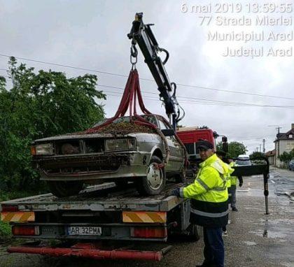 Mașinile abandonate pe domeniul public sunt ridicate de Poliția Locală! (GALERIE FOTO)