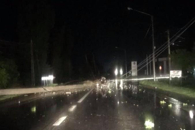 A fost POTOP azi-noapte, în Arad: Vijelia a făcut PRĂPĂD în mai multe localități (FOTO)