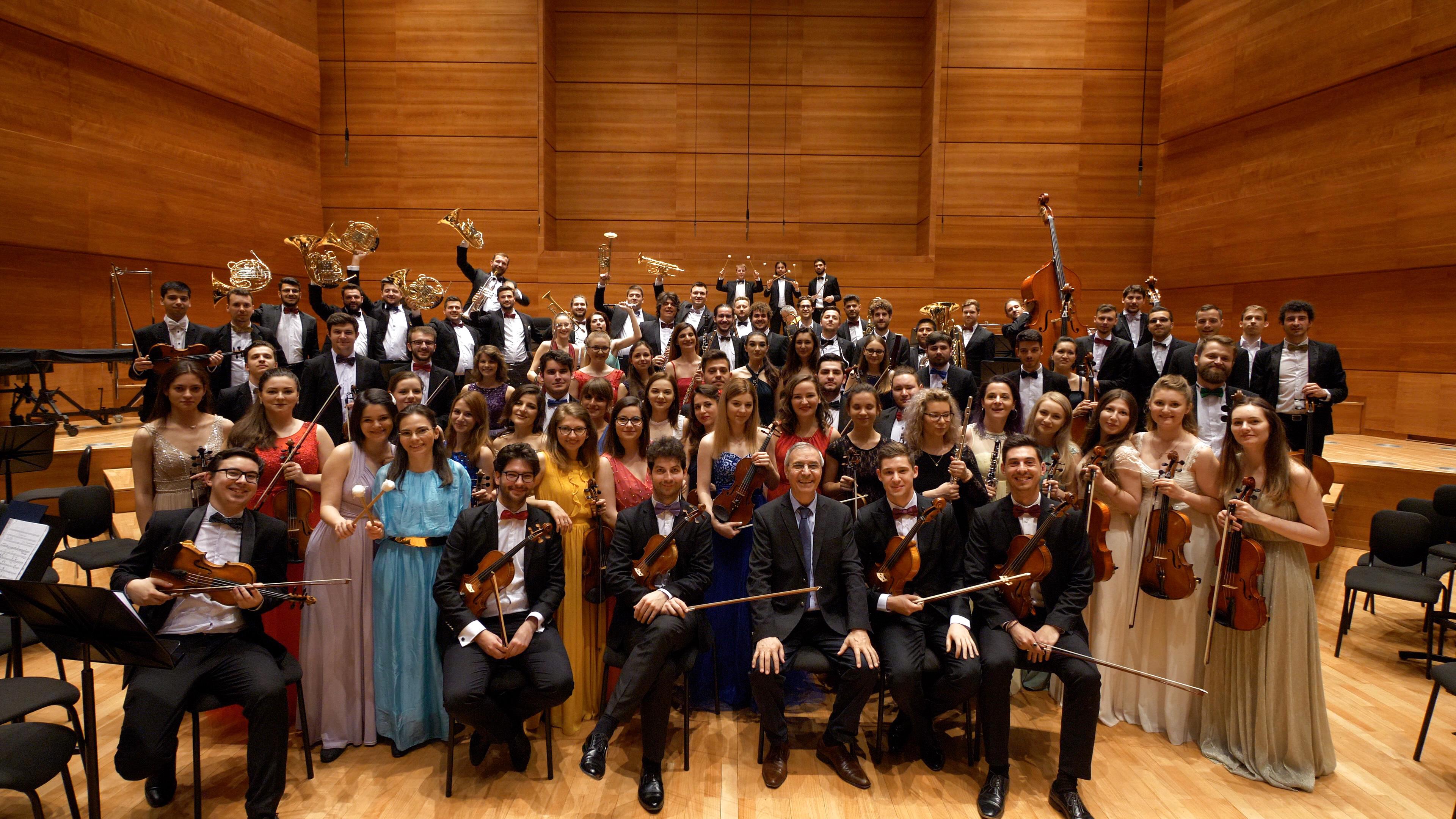 Orchestra Română de Tineret dirijată de Cristian Mandeal ajunge la Arad!