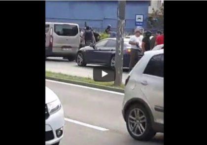 Interlopi din mai multe județe, săltați de mascați în vestul țării (VIDEO)