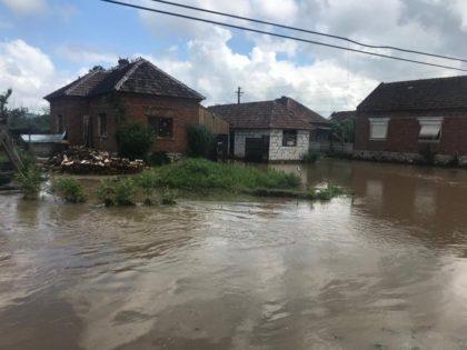 Război între CJA şi Prefectură: La mijloc, arădenii afectaţi de inundaţii
