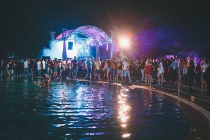 """Weekend INCENDIAR la Ștrandul """"Neptun""""! Arădenii vor petrece la Pool Party 07 cu DJ-i îndrăgiți"""
