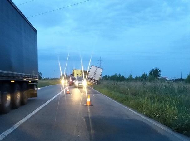 ACCIDENT la ieșirea din Arad! A ajuns direct în ȘANȚ