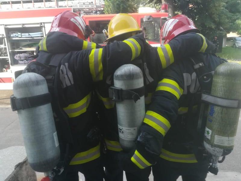 Desfășurare de forțe la Spitalul Municipal Arad: Pompieri, descarcerare, ambulanțe SMURD (GALERIE FOTO)