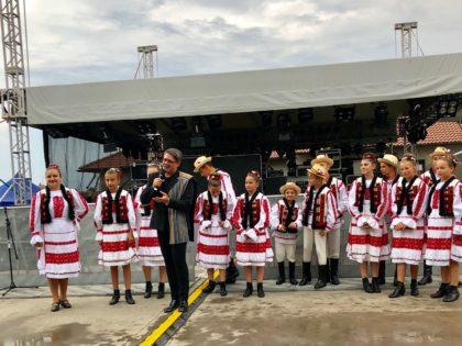 """""""Festivalul Castraveţilor"""" sărbătorit de românii în Ungaria"""