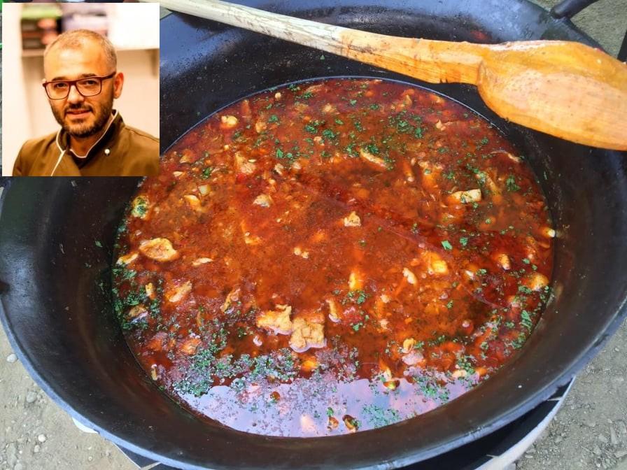 Chef Nicolaie Tomescu prepară 1000 de porții de gulaș, la Zilele Comunei Șofronea