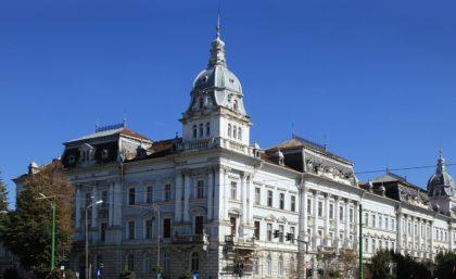 """Primăria a pus """"tunurile"""" pe Palatul Cenad: Proprietarii apartamentelor """"riscă sesizări penale"""""""