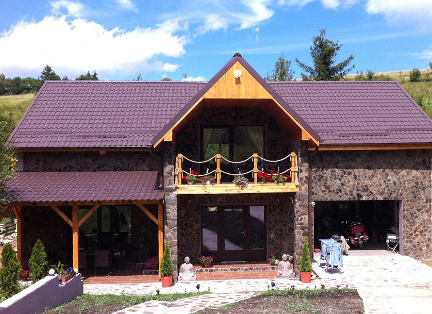 Cum se montează țigla metalică pentru un acoperiș de casă trainic?