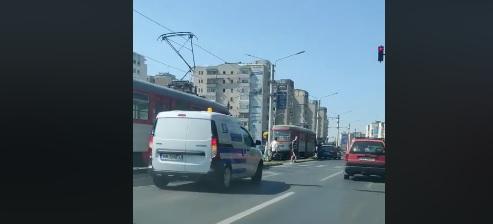 ACCIDENT în Vlaicu! Circulația tramvaielor, BLOCATĂ
