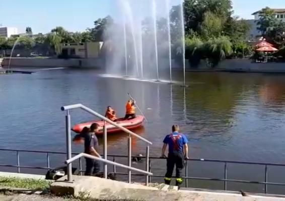 BREAKING NEWS: Un bărbat s-a aruncat în lacul de la Pădurice (UPDATE)