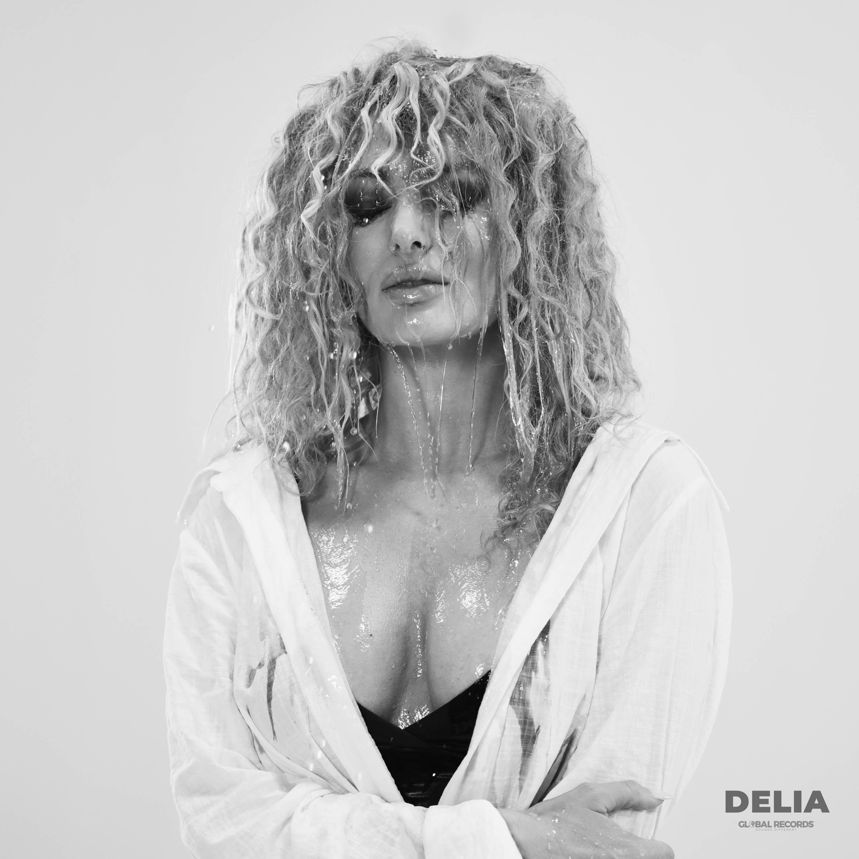 """Delia, pe culmile succesului! Artista lansează piesa """"Dragoste cu dinți"""""""