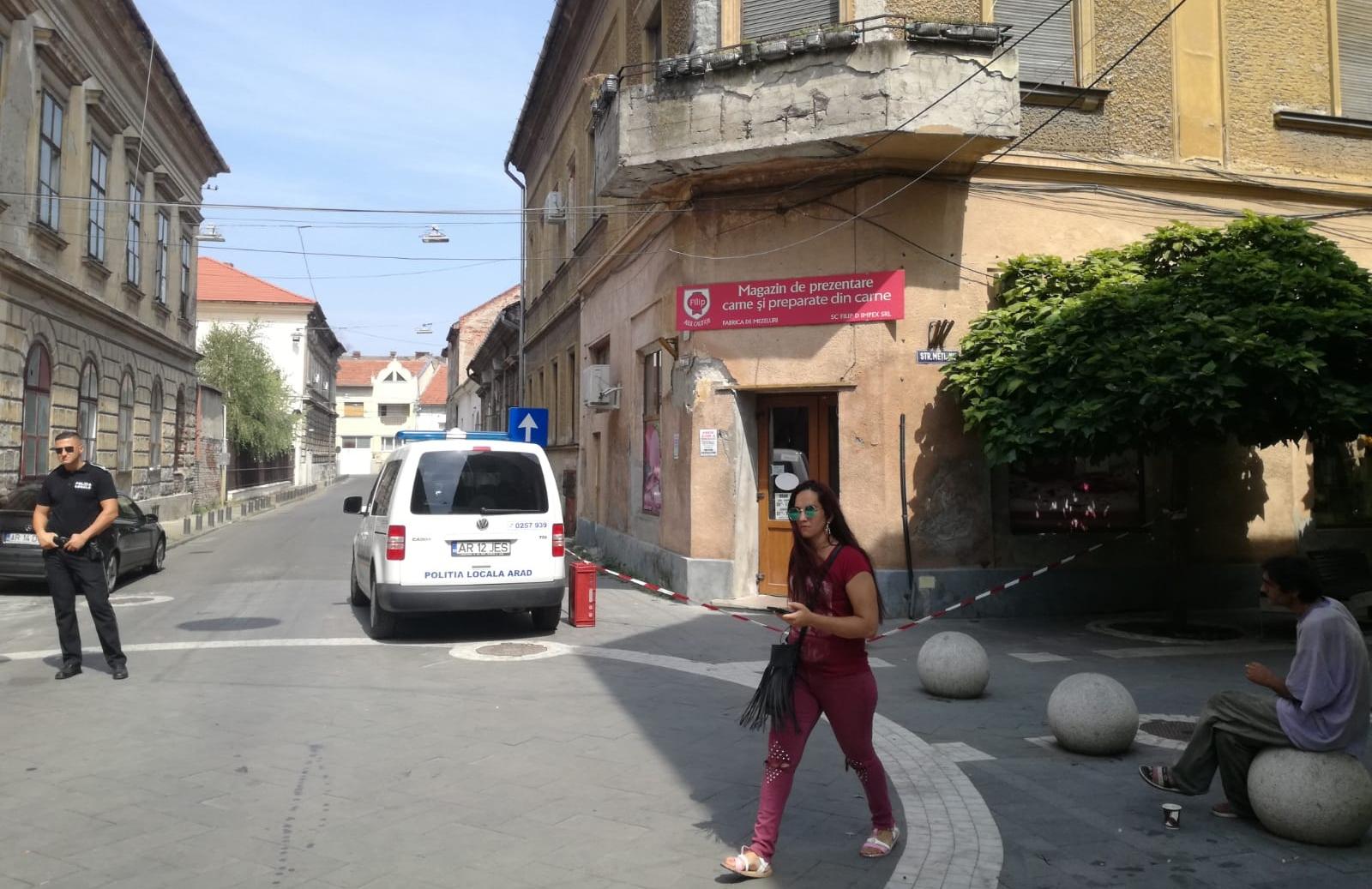 PERICOL în centrul Aradului. Clădirile de pe strada Meţianu CONTINUĂ SĂ SE NĂRUIE (GALERIE FOTO)