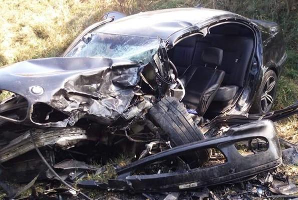 BMW făcut PRAF de un AUDI, pe o șosea din vestul țării. Șoferul vinovat A FUGIT de la locul accidentului