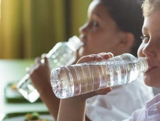 Reziduul de plastic din corpul copiilor a crescut în proporții alarmante pentru sănătate, potrivit unui studiu autorizat german