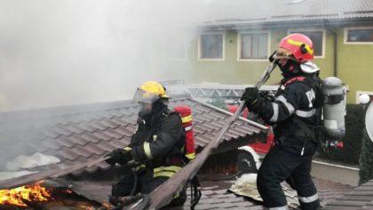 Incendiu în Cartierul Verde. ARDE o CASĂ. UPDATE + GALERIE FOTO și VIDEO
