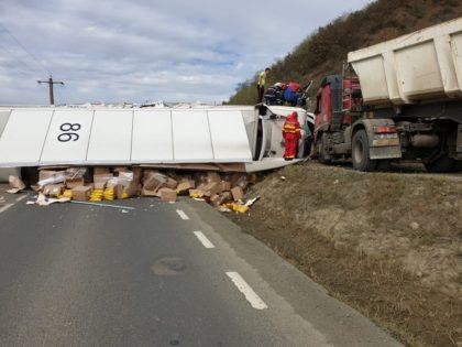 Accident grav pe DN7: Coliziune între două camioane (FOTO)