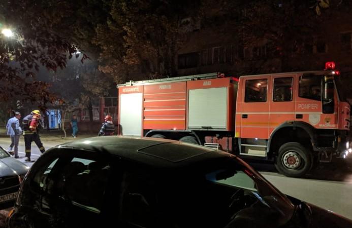 Un MAGAZIN de HAINE de FIRMĂ a luat FOC! Incendiu în centrul Aradului (FOTO)