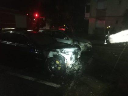 """NEWS ALERT: Încă un autoturism INCENDIAT în Arad (FOTO) – UPDATE: """"Există un cerc de persoane bănuite"""""""