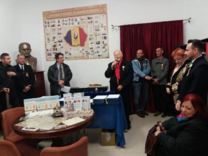 """Istorici și cercetători, în vizită la Muzeul Universitar Memorial """"Vasile Goldiș"""" și Sala Unirii """"Vasile Goldiș"""""""