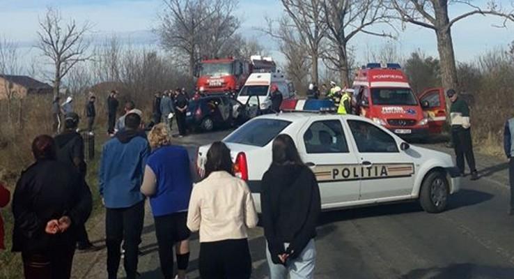 NEWS ALERT: Două VICTIME prinse între fiarele mașinilor, în urma unui ACCIDENT GRAV! Sunt SCURGERI DE COMBUSTIBIL (FOTO)