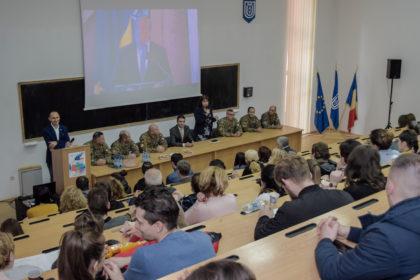 """Universitatea """"Aurel Vlaicu"""" din Arad, alături de Echipa Invictus"""