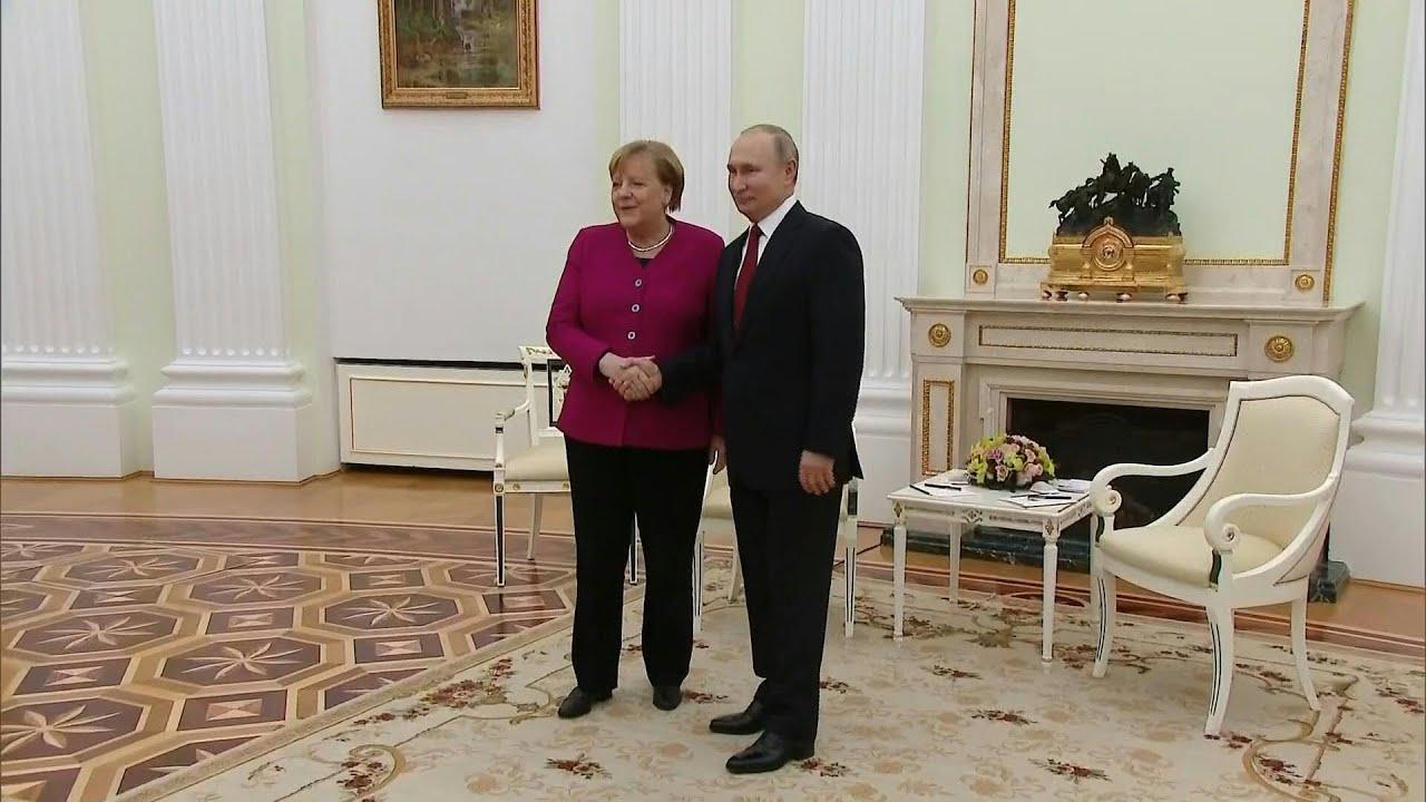"""Merkel la Moscova: """"A vorbi unul cu celălalt este mai bine decât a vorbi unul despre celălalt"""""""