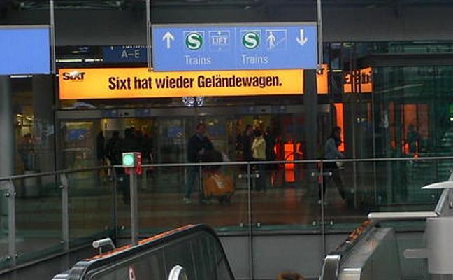 Circ în pielea goală făcut de un român pe aeroportul din München