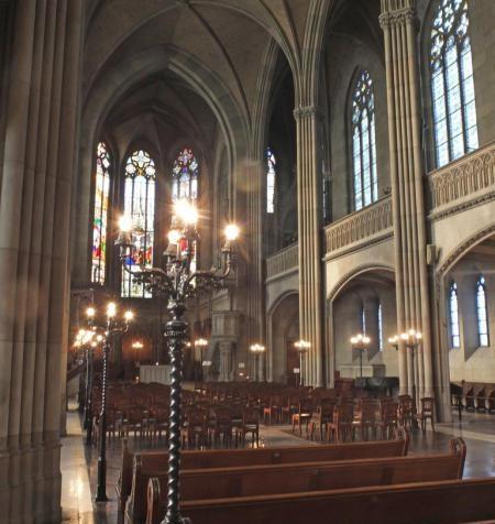 Român condamnat pentru furtul unui set de sacrament dintr-o biserică din Elveția