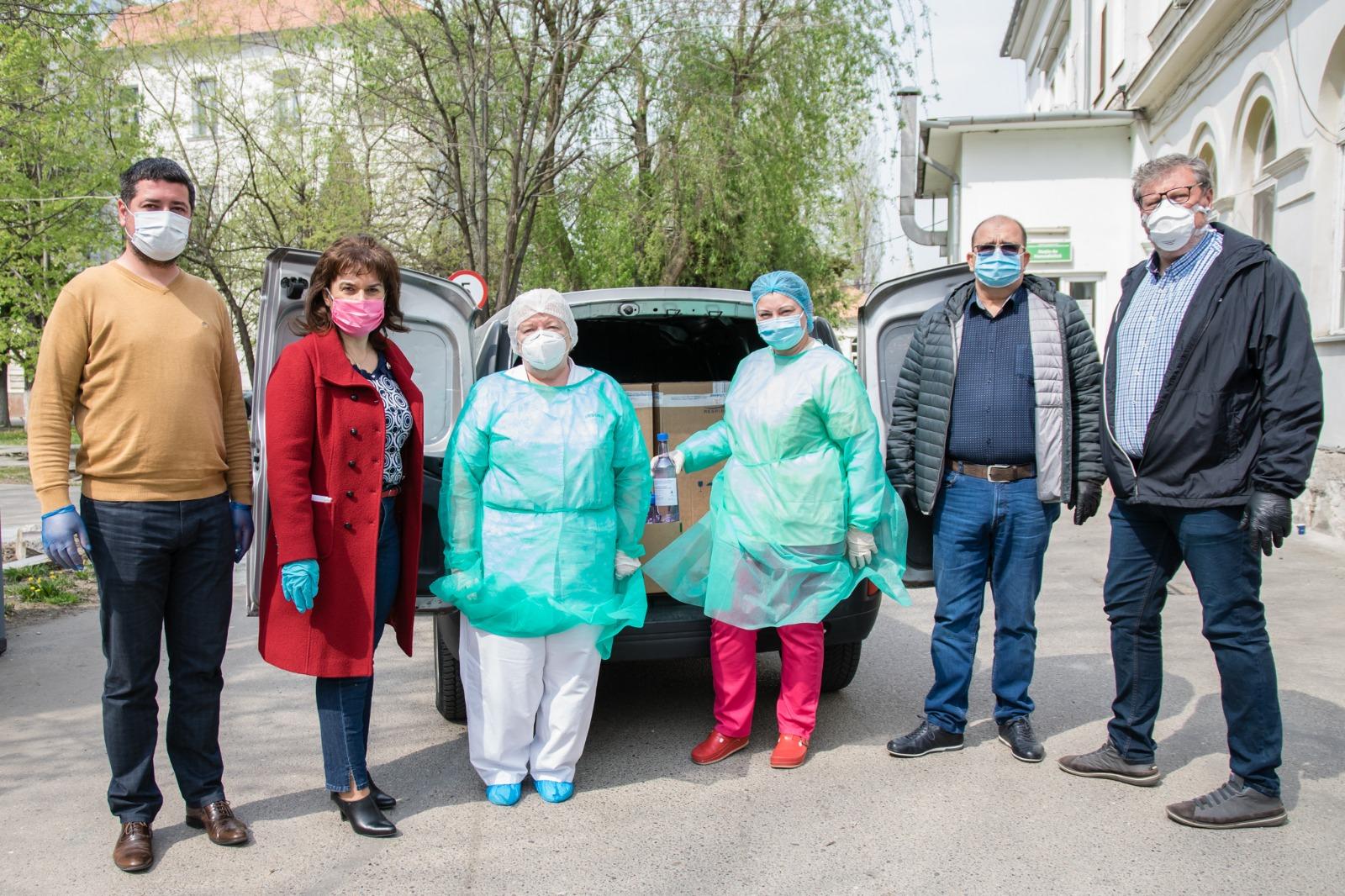 Învățământul de stat arădean sprijină spitalele în lupta cu coronavirusul