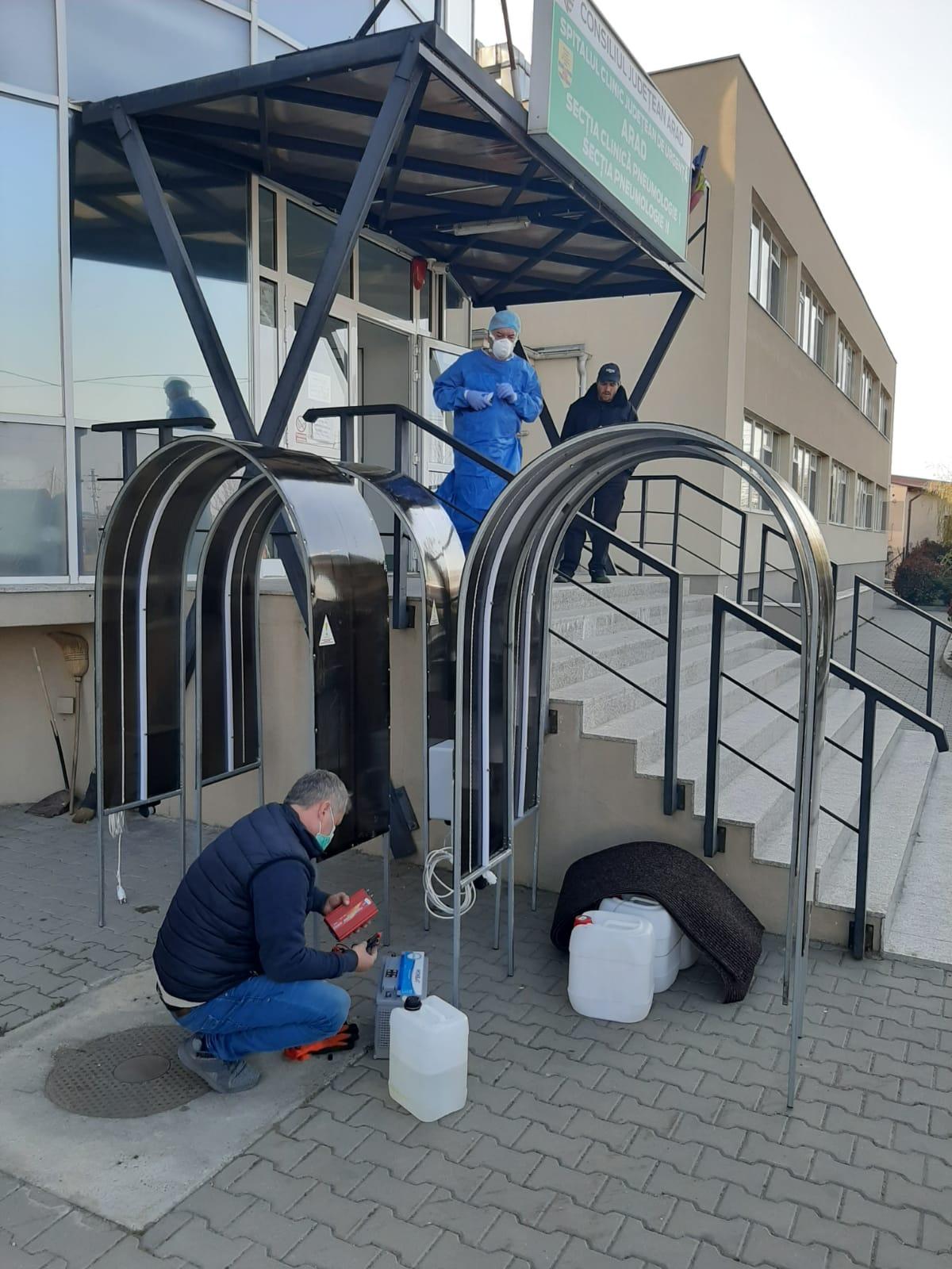 Cinci tuneluri de dezinfectare, montate la Spitalul din Grădişte