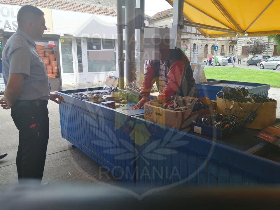 Un CUNOSCUT vânzător din Piața Catedralei s-a ales cu AMENDĂ și cu MARFA CONFISCATĂ (GALERIE FOTO)