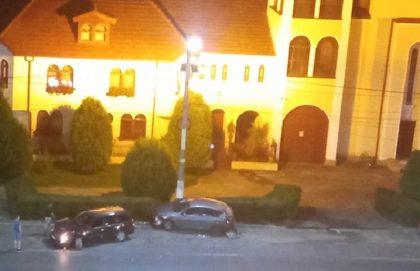 ACCIDENT pe o stradă din municipiu! Două AUTOTURISME s-au LOVIT VIOLENT